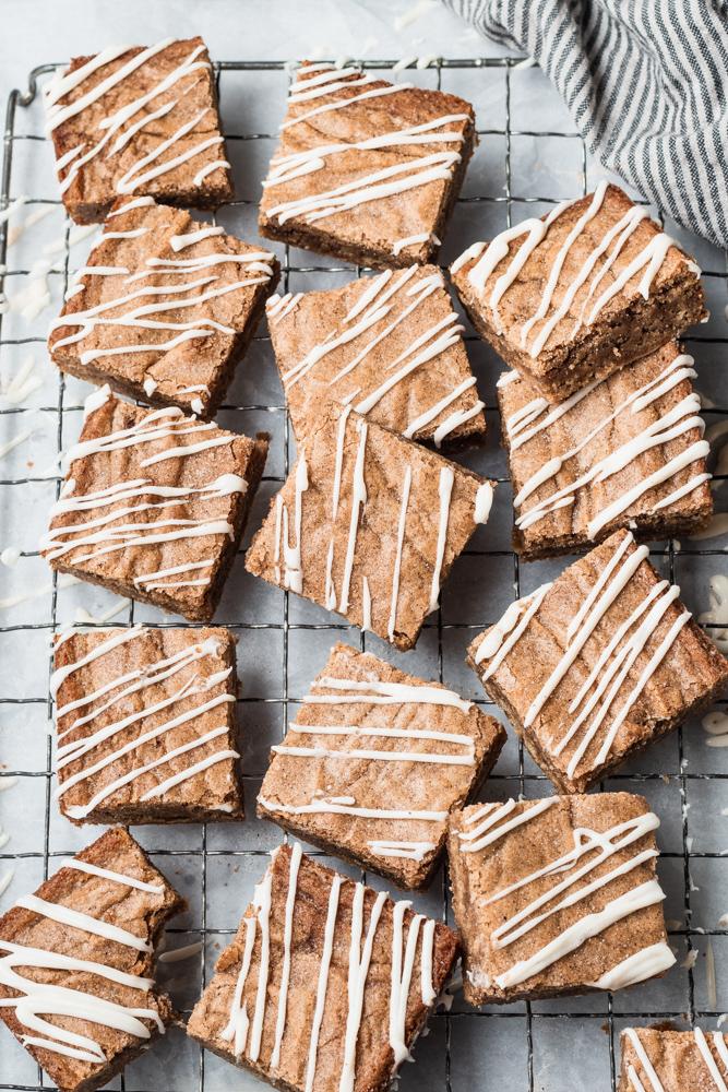 Cinnamon Roll blondie bars