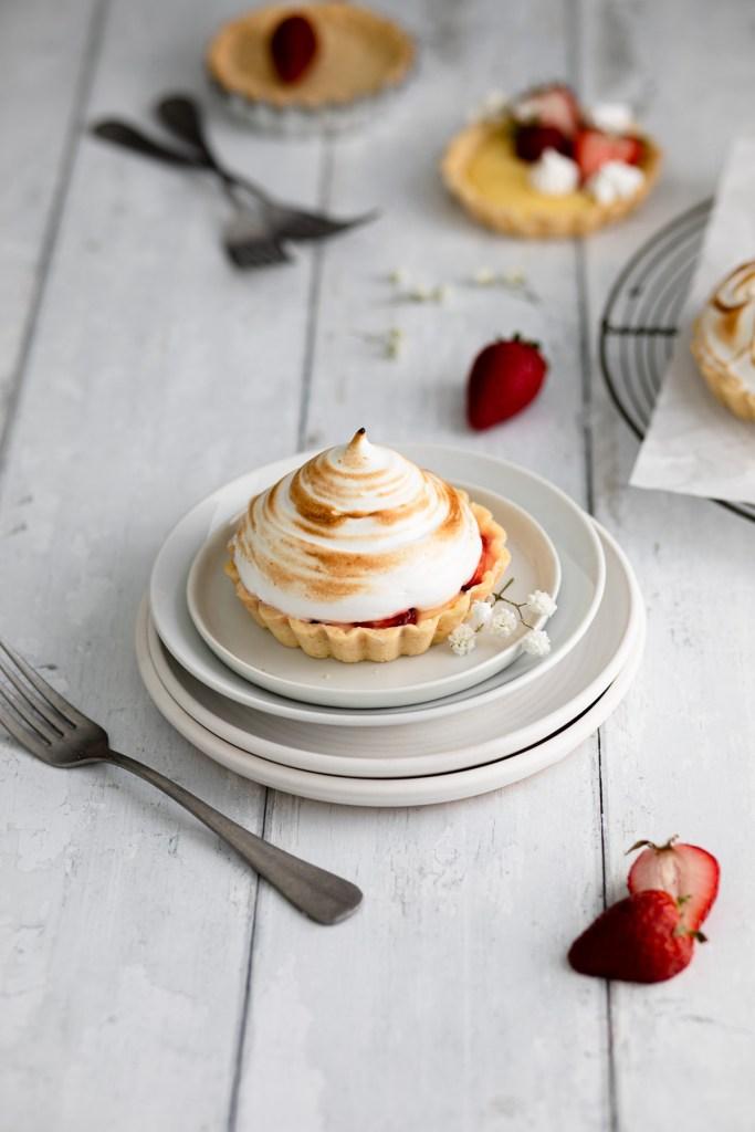 Mini italian meringue lemon tarts with strawberries