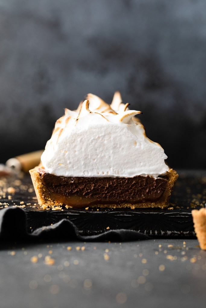 slice of s'mores tart cut off to show interior of tart