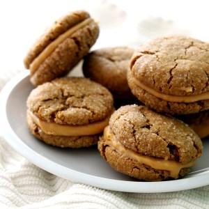 עוגיות סנדוויץ' בלונדי ותבלינים