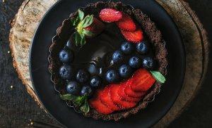 No bake Dark Chocolate and Berry tart (with vegan options)