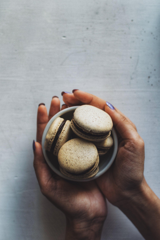 Cookies and Cream Macarons (Oreo Macarons)
