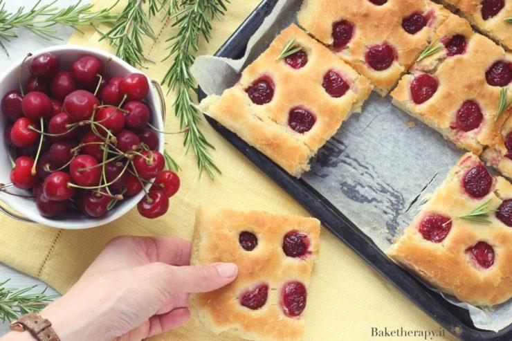 Focaccia di ciliegie