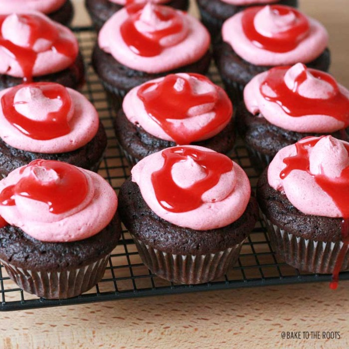 German Fan Cupcakes (Chocolate Cupcakes with Raspberry Vanilla Buttercream) | Bake to the roots