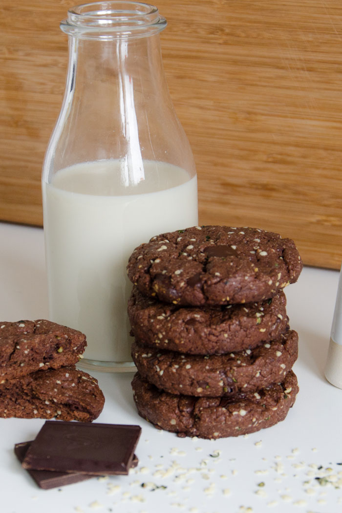 "Vegan Chocolate Hemp Cookies | Cookie Friday with ""Vegold"""