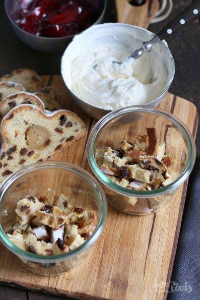 Christstollen Trifle mit Glühweinpflaumen | Bake to the roots
