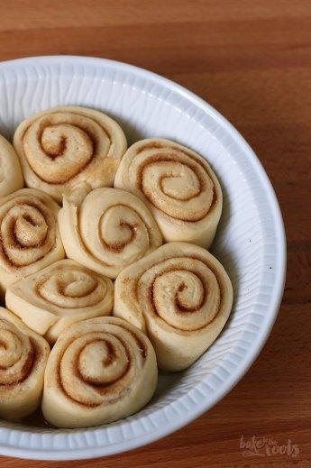 Eierlikör Cinnamon Rolls | Bake to the roots