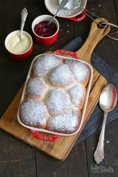 Buchteln mit Rhabarber Ingwer Kompott   Bake to the roots
