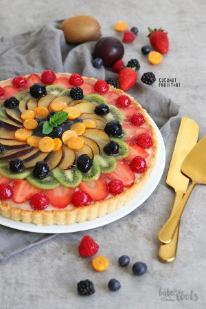 Coconut Pudding Tart with fresh Fruits