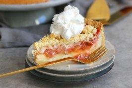 Rhabarber Erdbeere Pudding Streuselkuchen | Bake to the roots