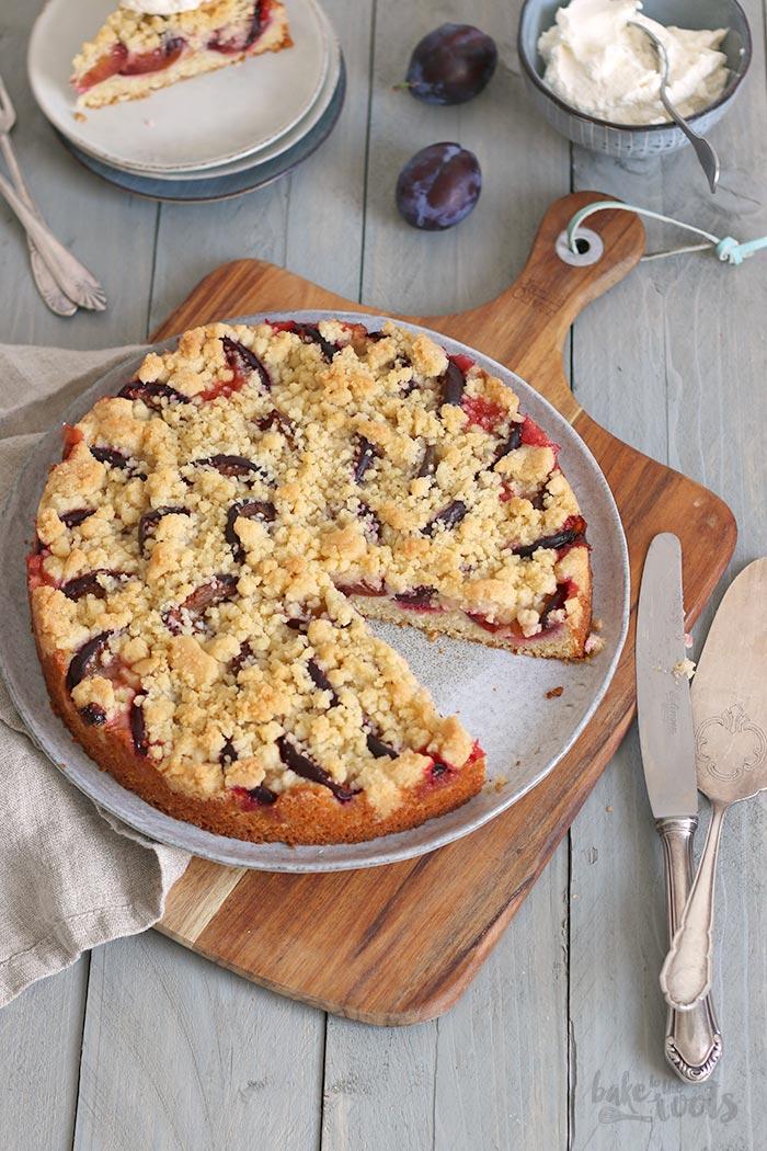 Einfacher & Schneller Pflaumen Streuselkuchen | Bake to the roots