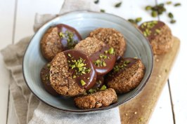 Vegan Tahihi Date Pistachio Cookies | Bake to the roots
