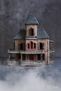 Halloween Hounted Gingerbread House | Bake to the roots