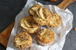 Apple Pie Streusel Muffins | Bake to the roots