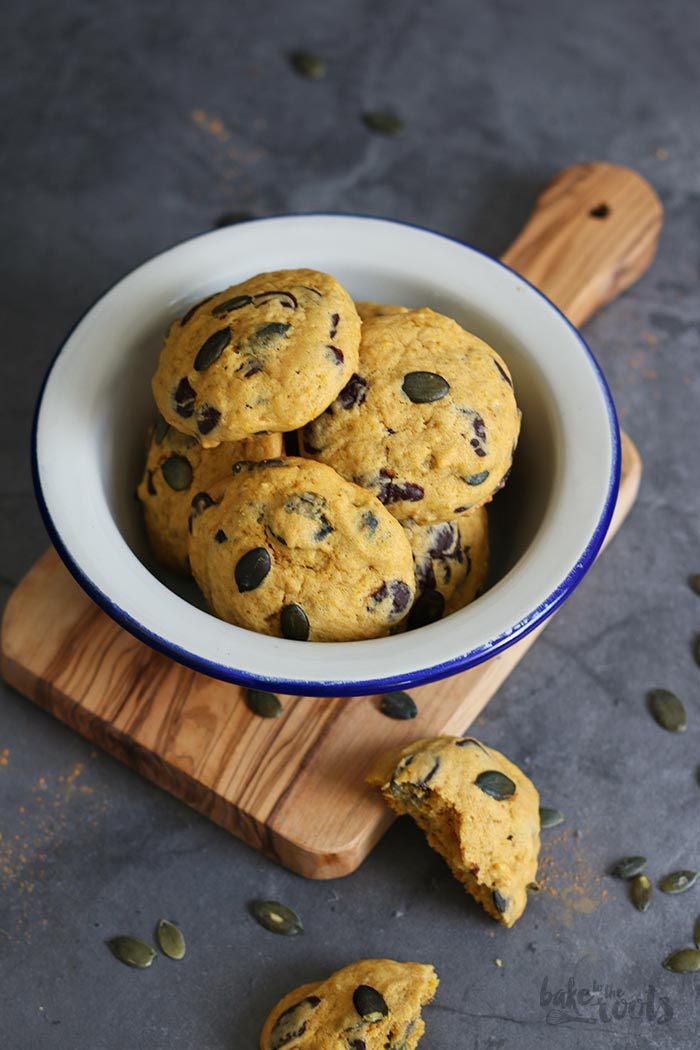 Pumpkin Chocolate Chip Cookies | Bake to the roots