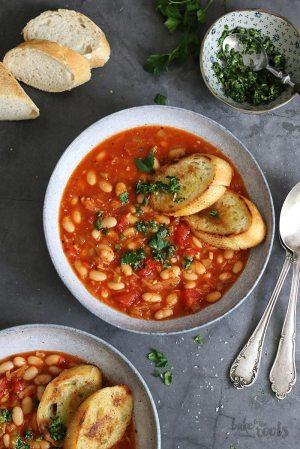 Eintopf mit weißen Bohnen und Tomaten (vegan)