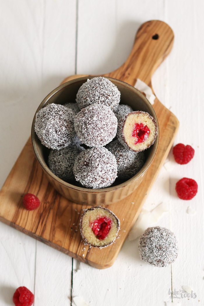 Vegan Raspberry Lamington Energy Balls | Bake to the roots