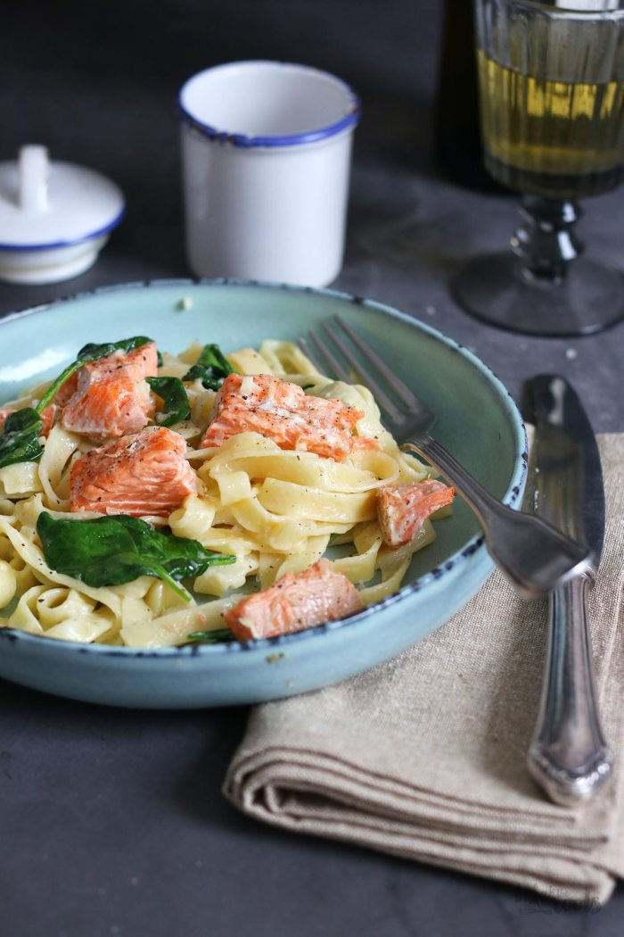 Tagliatelle with Salmon & Spinach | Bake to the roots