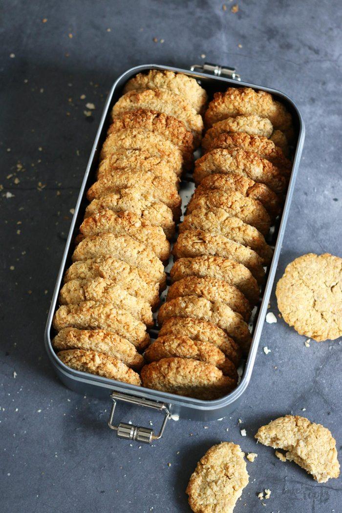 Schwedische Havreflarn (Haferkekse) Zuckerfrei | Bake to the roots