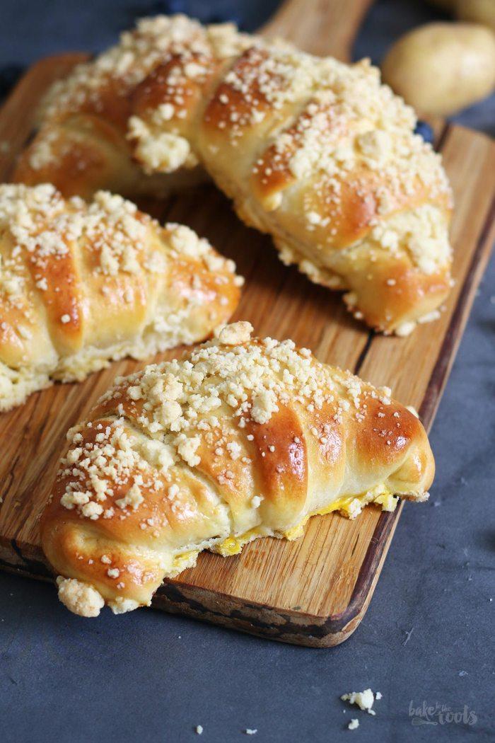 Kartoffel Hörnchen mit Blaubeeren & Streuseln | Bake to the roots
