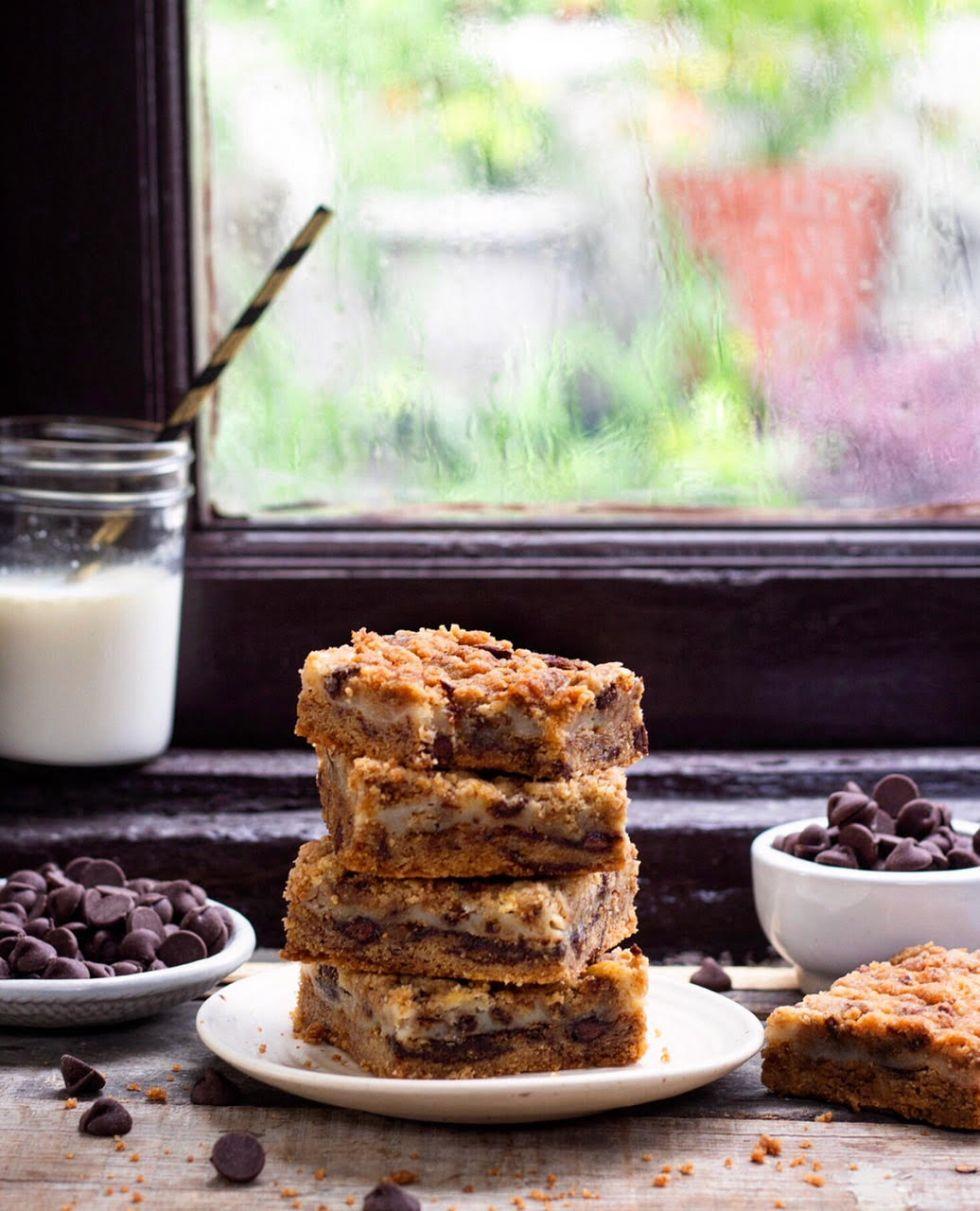 Eggless chocolate chip cookiebars