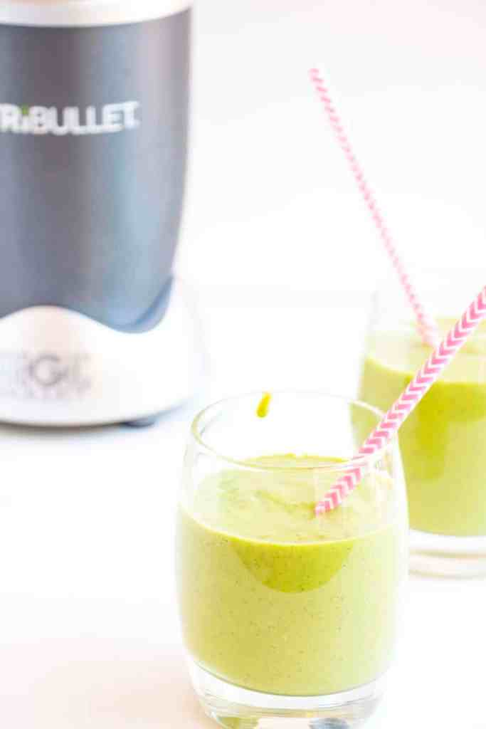Super Green Smoothie with spinach and pineapple