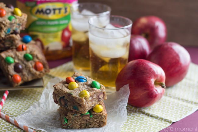 If you like snacking on Peanut Butter and Apples, you'll LOVE these Apple & PB M&M Blondie Bars!  #FlavorofFall #shop