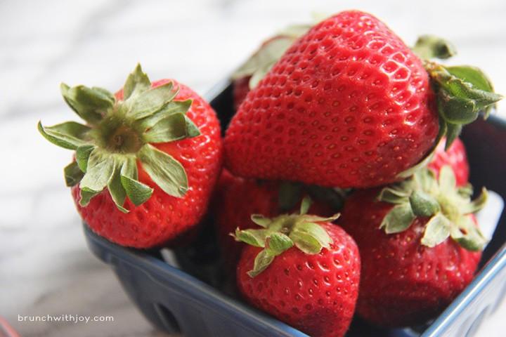 Strawberry Moscato Slush- such a delicious summer cocktail!