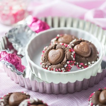 Chocolate Heart Blossoms- just like the classic peanut blossoms, but these have double the chocolate and they're so perfect for Valentine's Day! #sayitwithdove #ad @amgreetings food desserts chocolate