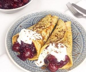 Pfannkuchen mit Kirsch-Kompott