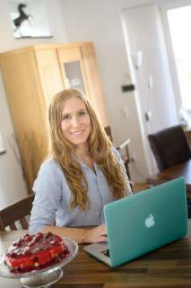 Carola beim Schreiben