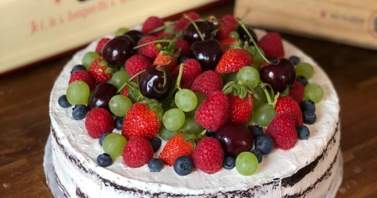 Naked Cake mit Himbeer-Italian-Meringue-Buttercreme & Früchten