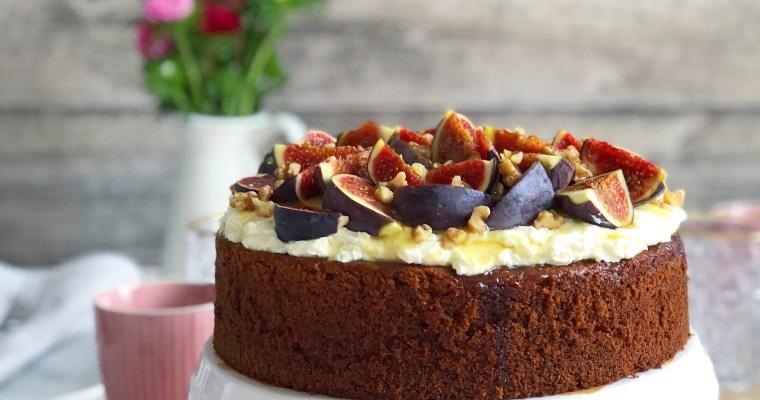 Honigkuchen mit Mascarpone, Feigen und Walnüssen