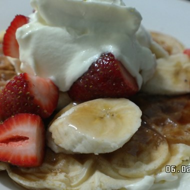waffles with strawberries,banana,maple syrup & cream