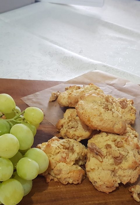 Apricot and walnut cookies