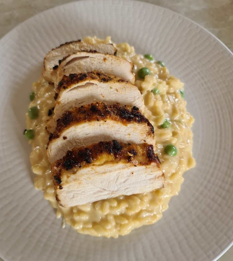 lemon and pea risotto with sliced chicken breast