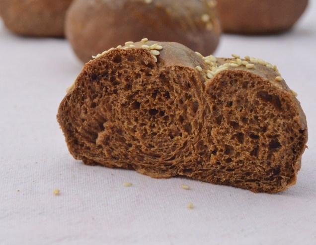 Black garlic bread rolls