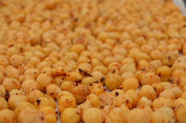 Spiced crunchy chickpeas: ready to bake