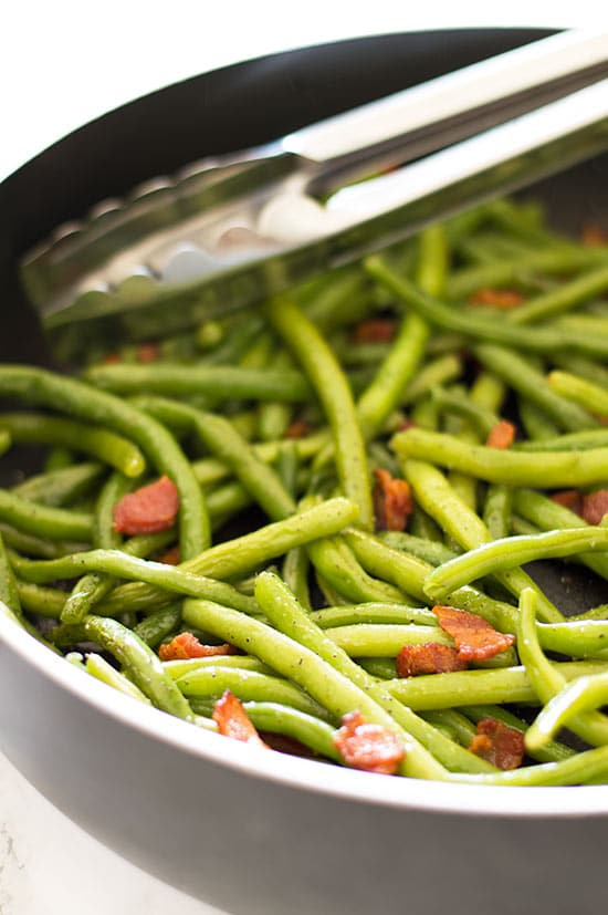 Green beans with bacon in a pan.