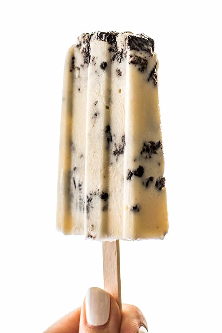 If you like Oreos and ice cream, you'll LOVE these Cookies and Cream Popsicles!