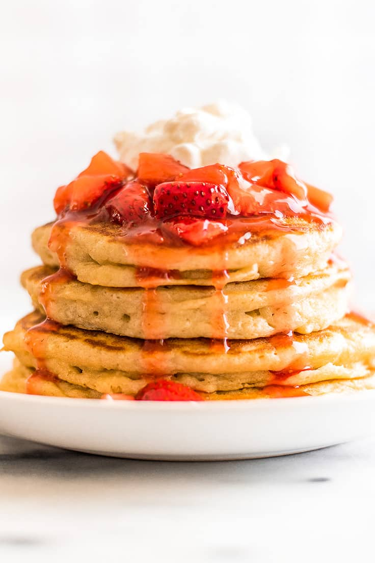 There is no better pancake or waffle topping than this Quick and Easy Strawberry Sauce! | Breakfast |
