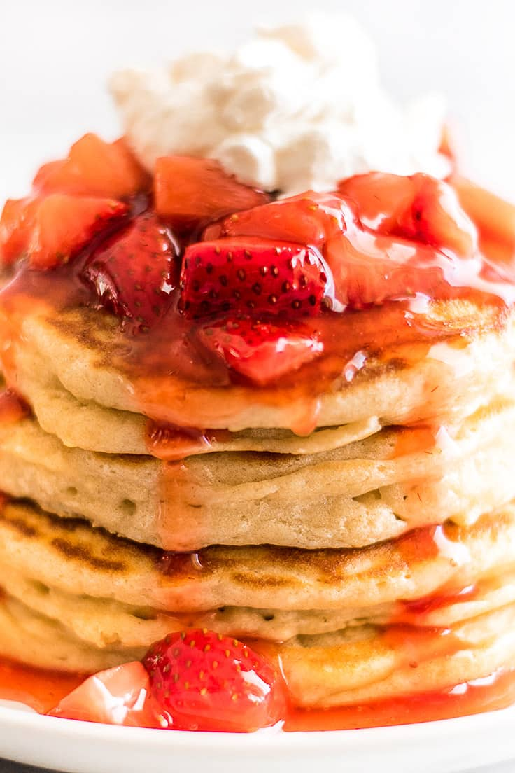 This Strawberry Sauce for Pancakes and Waffles is super delicious, super quick, and super easy to make. | Breakfast |