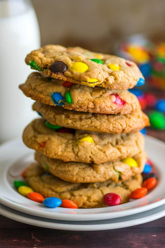 Need a quick cookie fix? This Small-batch M&M Cookies recipe has you covered! | #cookies | #desserts | small-batch desserts |