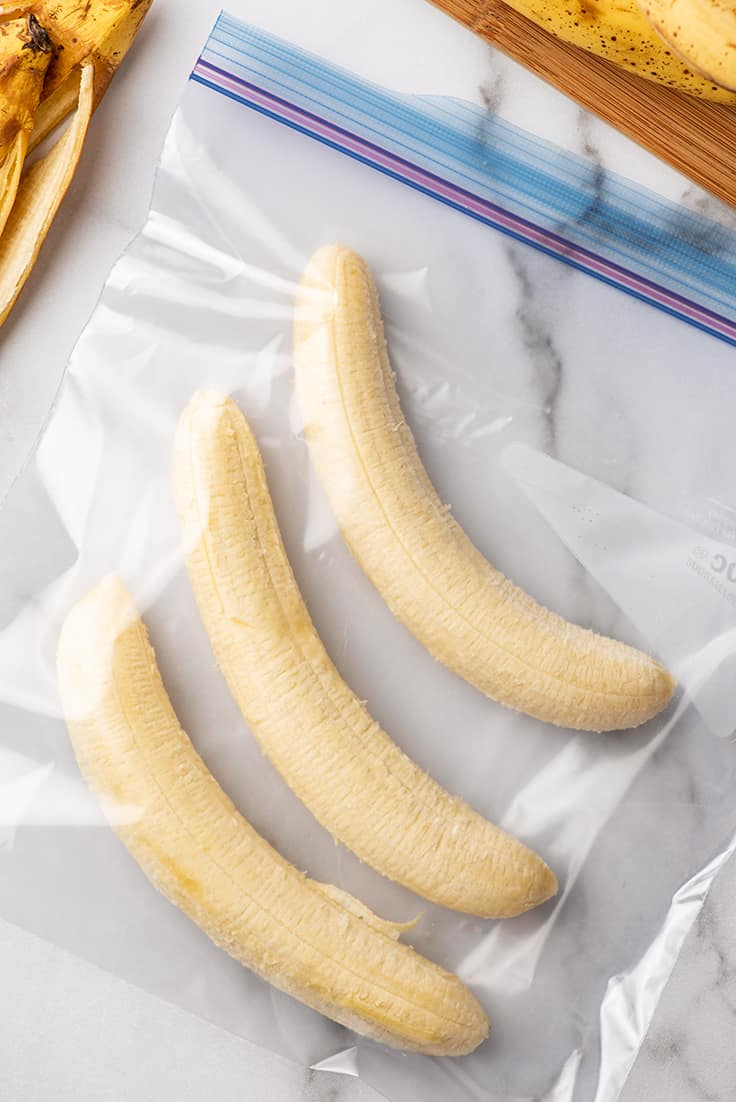 Photo showing how to freeze bananas in a plastic bag.