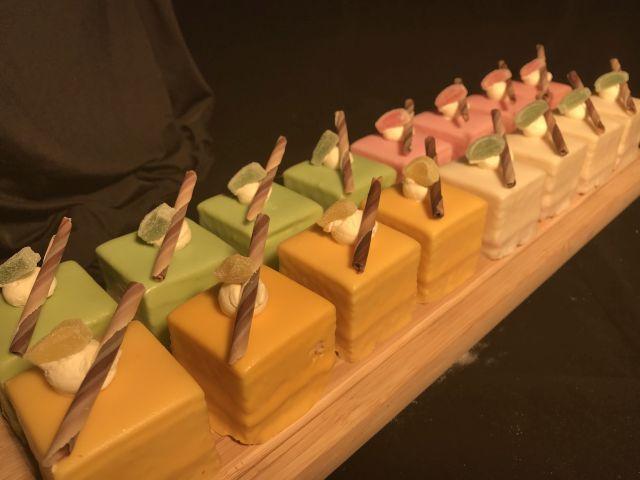 Bakkerij van eigen deeg - Cake Fours