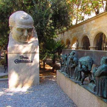 Bust to Azim Azimzadeh / Monuments to Azim Azimzadeh