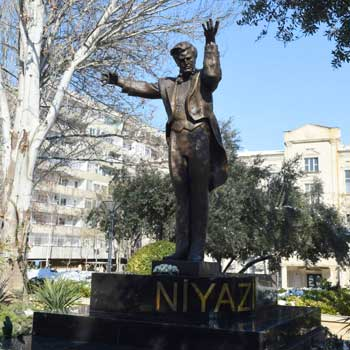 Monument to Niyazi. Statue of maestro Niyazi