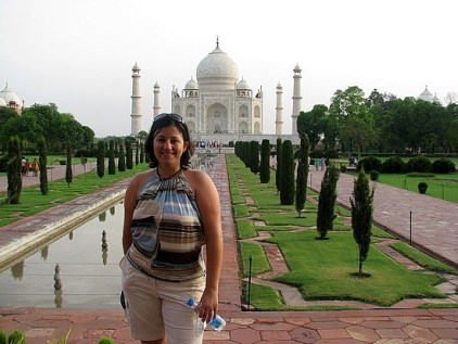 1.1305974049.first-pic-in-front-of-taj-mahal
