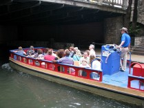3.1334433714.a-tour-boat-on-the-river