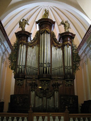 4.1341850750.organ-inside-the-cathedral